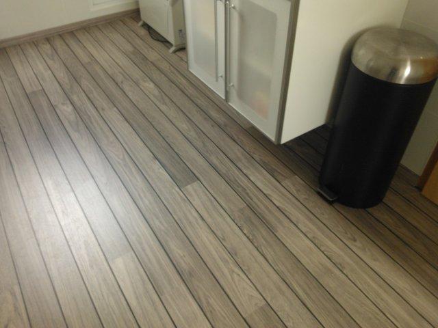 Parquet pont de bateau salle de bain coller un parquet en - Salle de bain parquet pont de bateau ...