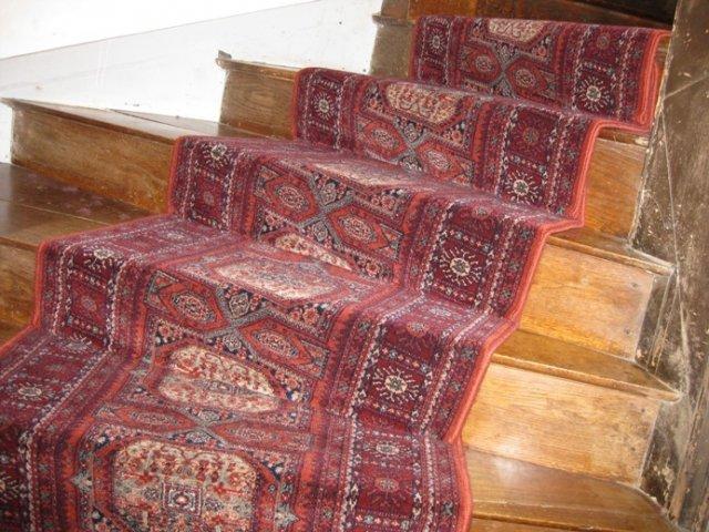 sp cialiste des tapis et passages pour escalier passages d 39 escalier tapis d 39 escalier moquette. Black Bedroom Furniture Sets. Home Design Ideas