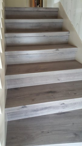 escalier en parquet nez de marche pour parquet et sol stratifi un nouvel escalier ou r nover. Black Bedroom Furniture Sets. Home Design Ideas