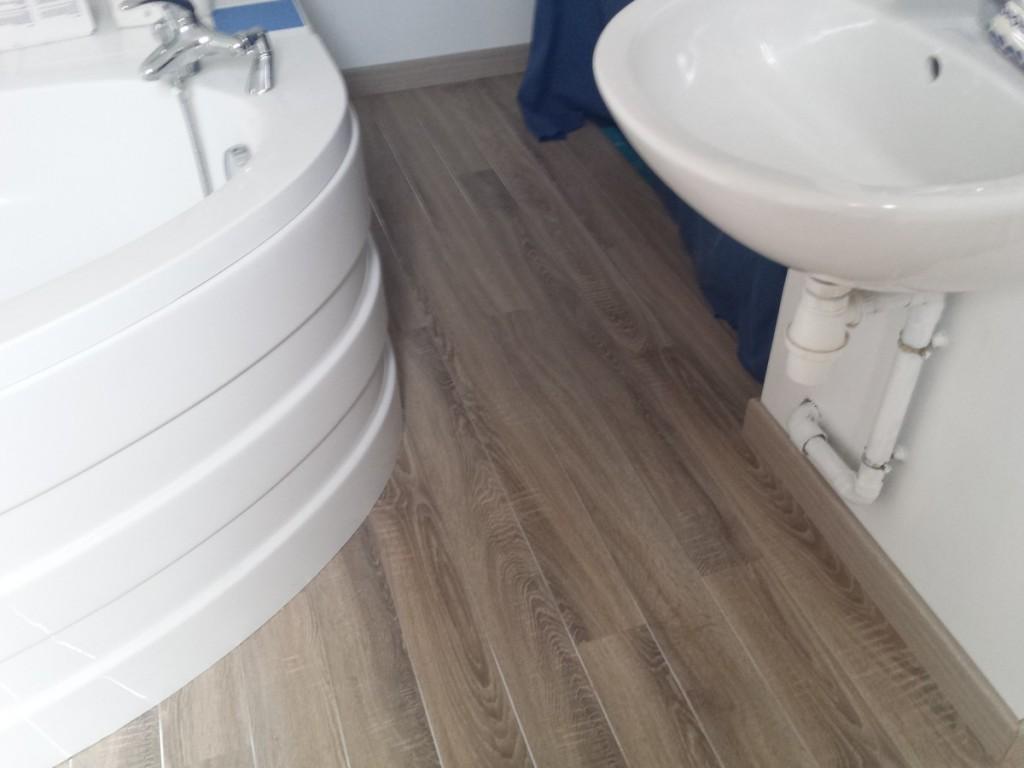Parquet stratifié (Joint inox)-Salle de bain (2)