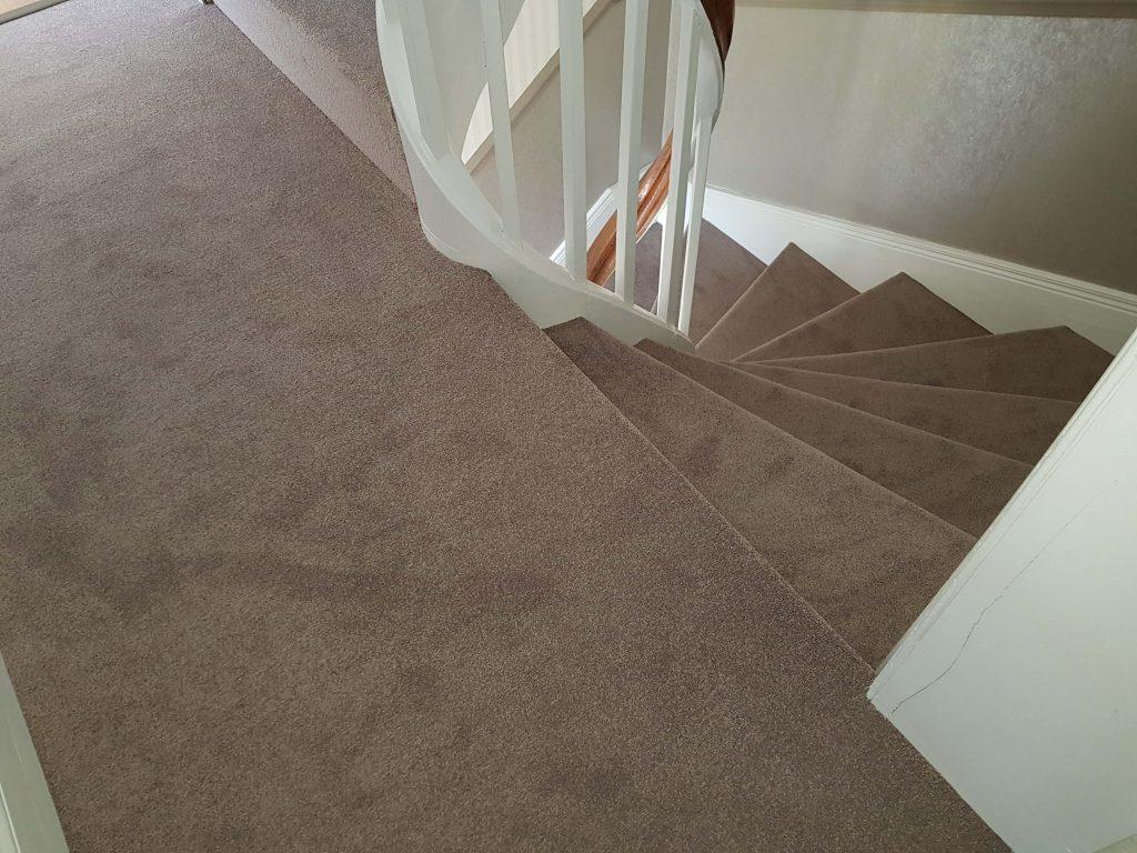 escalier en moquette